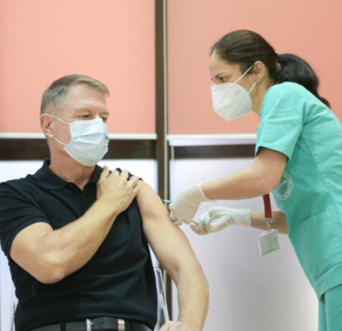 Președintele României, Klaus Iohannis, s-a vaccinat împotriva Covid-19