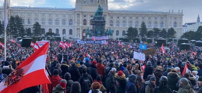 Mii de oameni au participat la un protest în Viena împotriva restricţiilor din pandemie