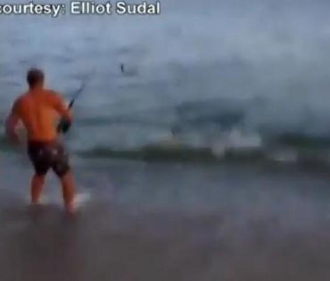 tanar pescuieste in mare