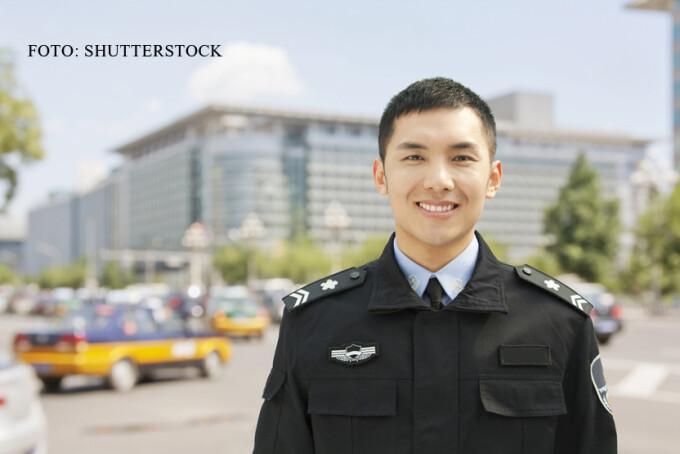 politist chinez zambind FOTO SHUTTERSTOCK