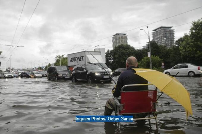 Furtuna a inundat strazile Capitalei