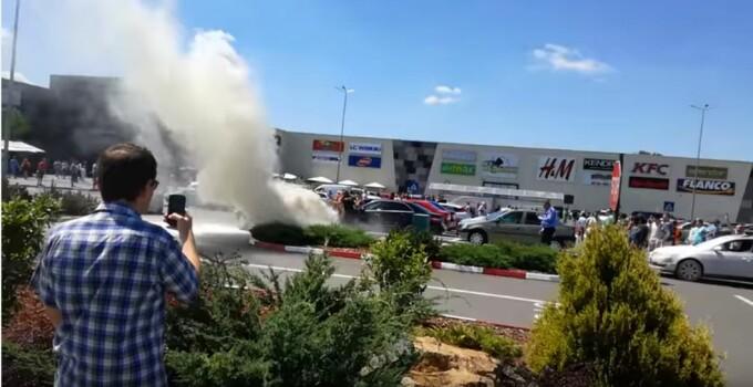 Incendiu mall masina