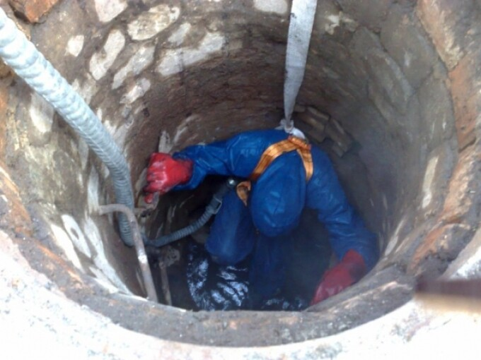 Cadavru tăiat în bucăţi, găsit într-o fântână din Moldova