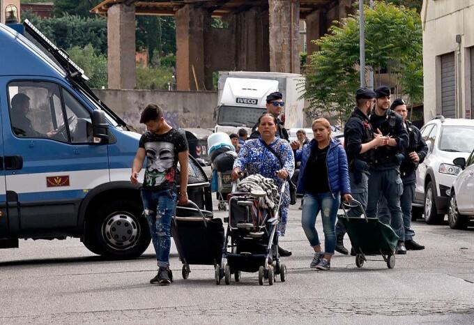 romi evacuați