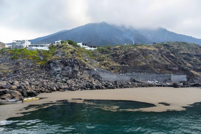 Marea a fost acoperită cu scrum. Ce a lăsat în urmă erupția unui vulcan de pe Stromboli - 1