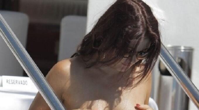 O vedetă a renunțat la costumul de baie, fără jenă. Cum a fost fotografiată