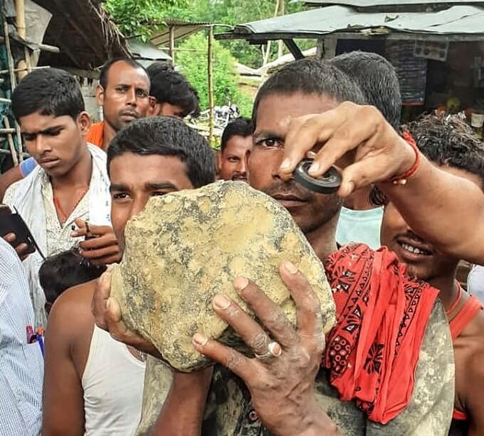 Un meteorit de aproximativ 15 kilograme a căzut pe un câmp din India