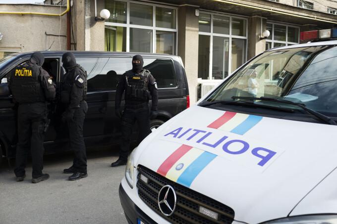 Scene de coșmar în Maramureş: Un bărbat a înjunghiat o vânzătoare dintr-un magazin, după care s-a sinucis