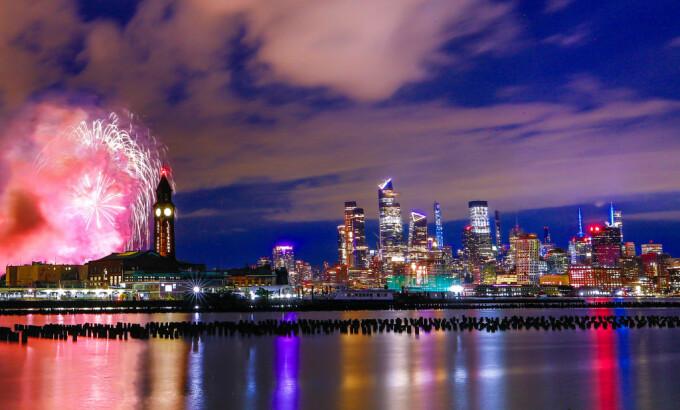 Artificii în Statele Unite ale Americii, cu ocazia sărbătoririi Zilei Independenței