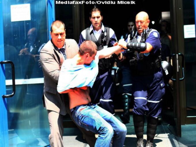 Scandal la lansarea cartii lui Ion Iliescu