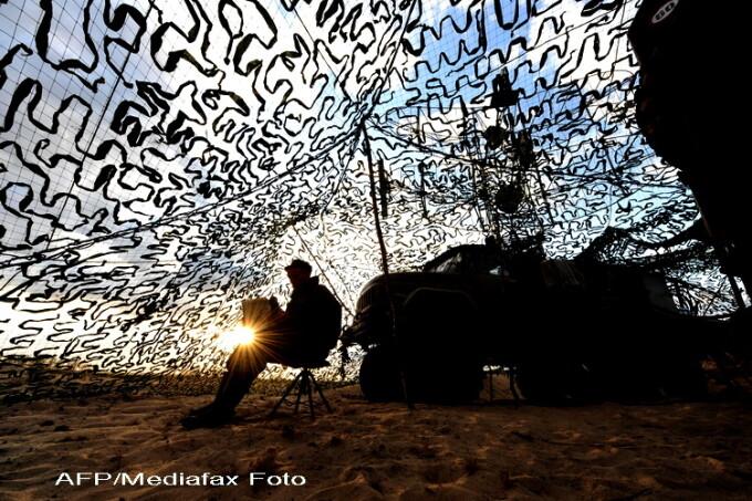 militar cu laptop