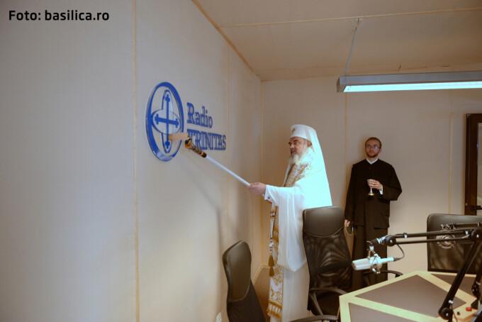 Patriarhul sfinteste studioul TRINITAS radio