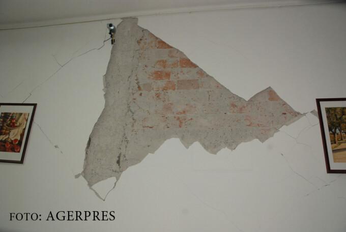 perete cazut cutremur