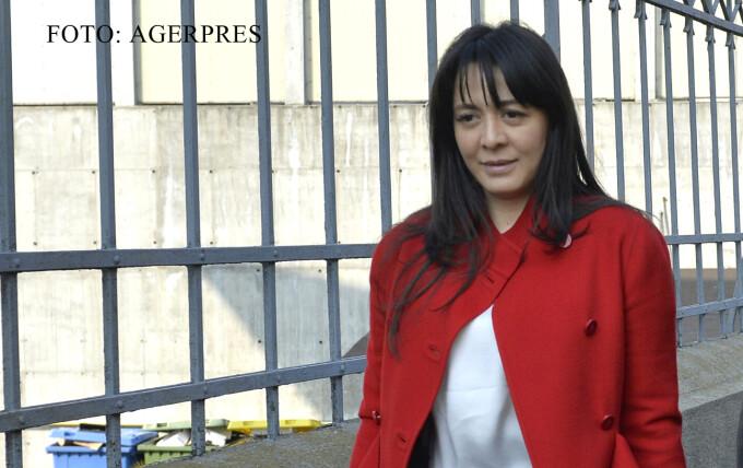 Deputatul Oana Niculescu Mizil paraseste sediul DNA Bucuresti dupa ce a fost adusa cu mandat pentru a fi audiata FOTO AGERPRES