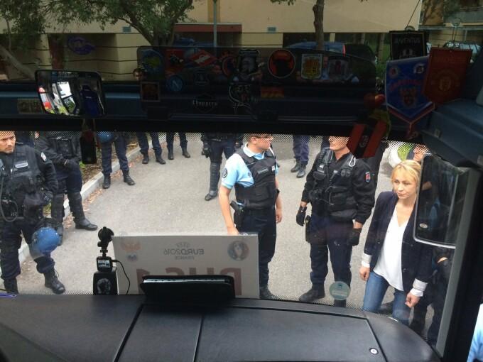 autocar al suporterilor rusi oprit de politia franceza din lille