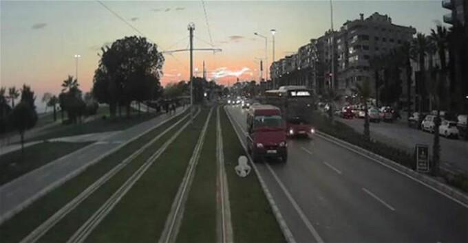 Ce a facut o vatmanita cand a vazut un barbat care se ruga intre sinele de tramvai