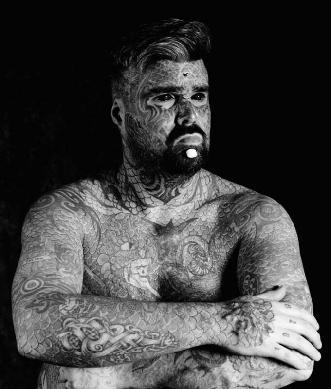 Tatuajele care ii pune in pericol viata