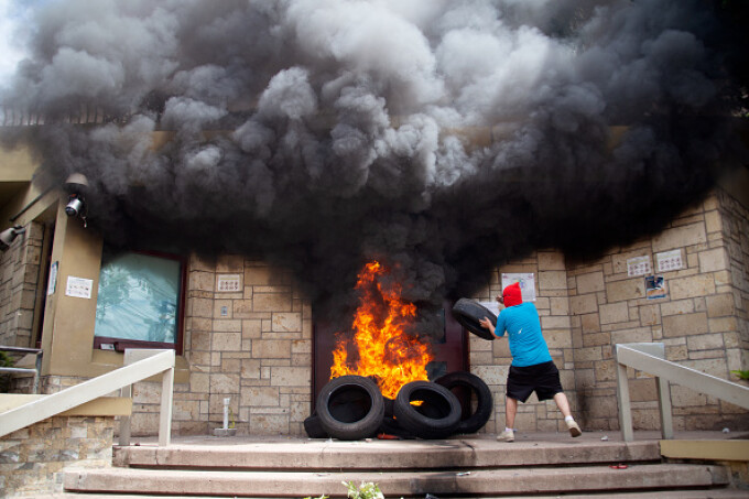 ambasada sua din honduras incendiata