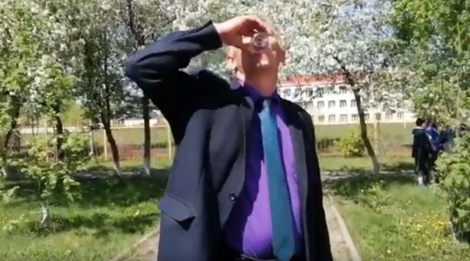 viceprimar care bea apa cu viermi