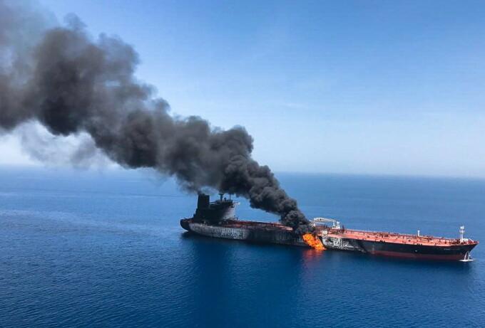 """Două petroliere, lovite în urma unui atac """"suspect"""" produs în Golful Oman - 4"""