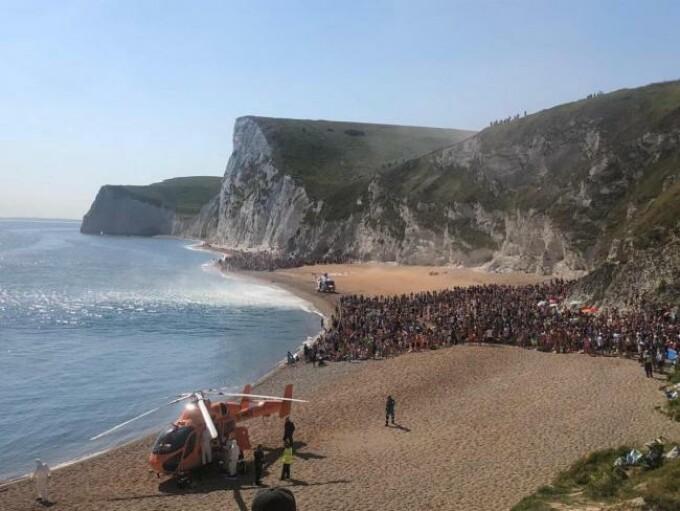 Operațiune de salvare uluitoare în Marea Britanie. Român rănit după ce a sărit în mare de la 60 de metri înălțime