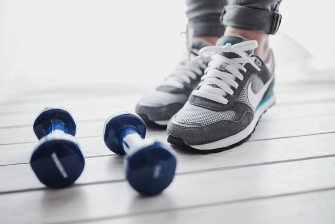 (P) 5 moduri în care îți poți antrena mușchii, stând acasă