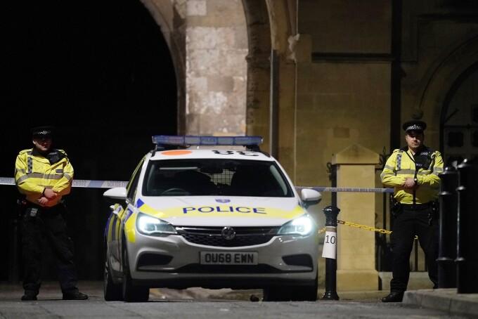 Trei morţi într-un atac cu cuţitul în Marea Britanie. Poliţia nu ştie încă dacă a fost un act terorist