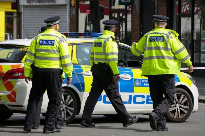 Un tânăr a fost împuşcat în cap, în plină zi, pe o stradă din Londra. ''A fost ca într-un film''