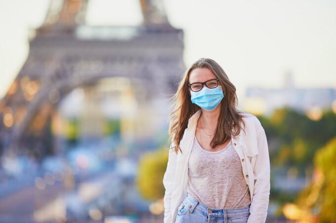 Se renunță la purtarea măștii în exterior, în Franța. Ce alte restricții sunt eliminate