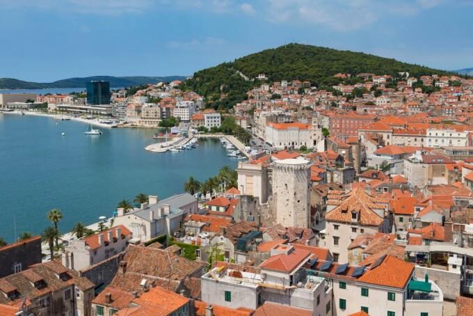 Un oraș din Croația își vinde casele cu 60 de bani pentru a atrage noi locuitori. Ce condiții trebuie îndeplinite