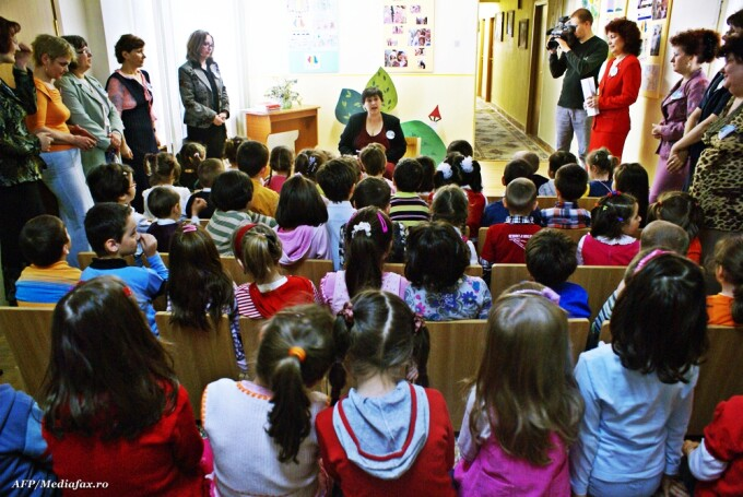 elevi, copii la scoala, gradinita, clasa pregatitoare