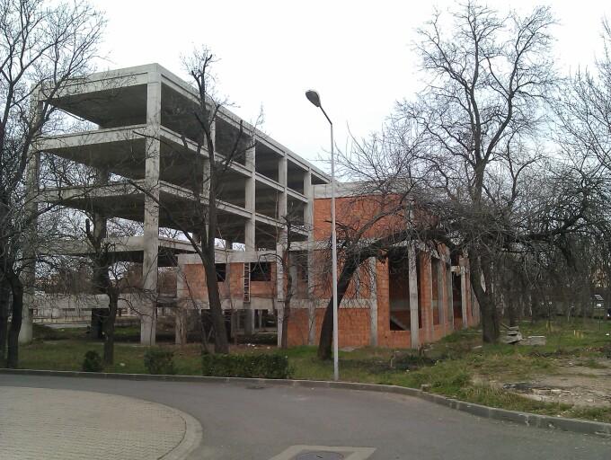parcul padurice, cladire ruina
