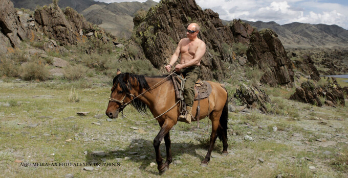 Putin calare pe cal la bustul gol