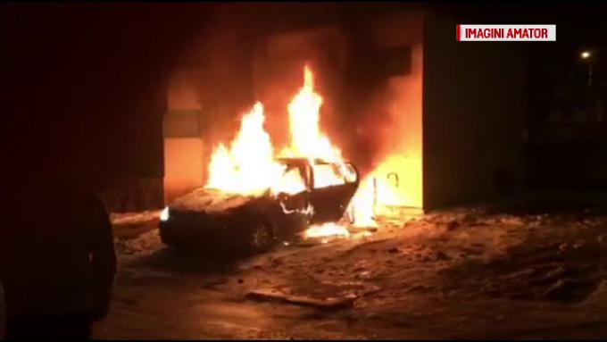 Masina incendiata Bacau