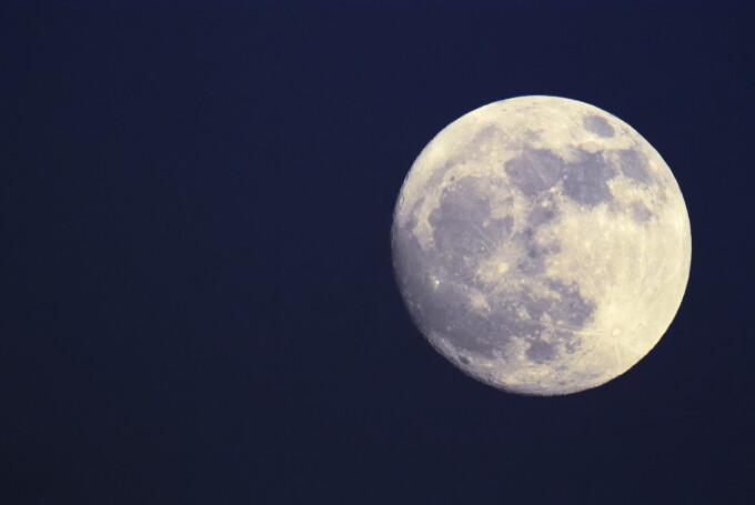 luna albastră