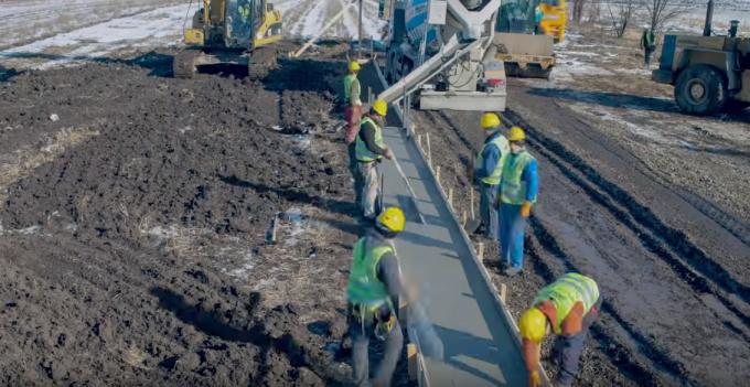 Primul metru de autostrada din Moldova
