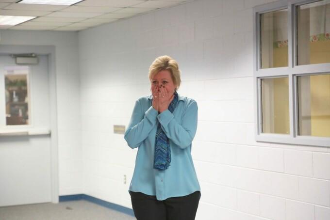 O femeie a citit până la capăt o poliţă de asigurare şi a câştigat 10.000 de dolari - 1