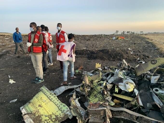 Rămășițele avionului Ethiopia Airlines, prăbușit duminică.