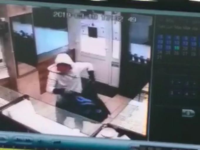 Jaf armat la un magazin de bijuterii din Zalău