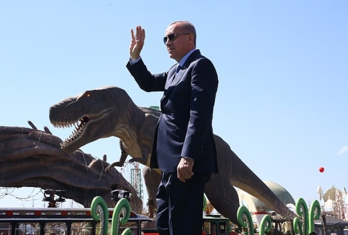 "Erdogan a atacat opoziţia printre ""dinozauri"" - 8"