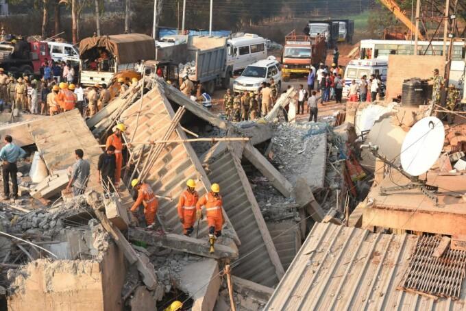 Cladire prabusita in India. Sunt cel putin 11 morti