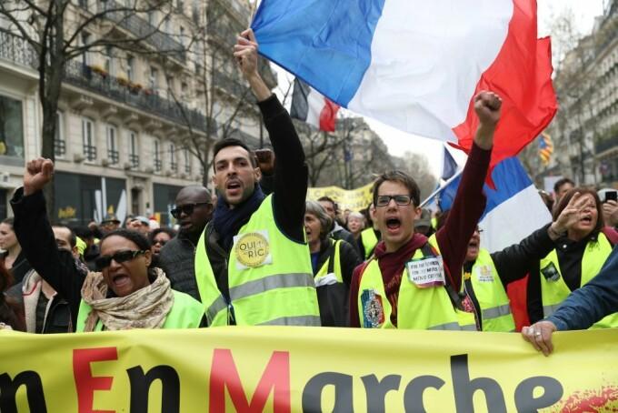 """O nouă manifestaţie a """"vestelor galbene"""" în Franţa. O femeie rănită grav și 31 de arestări - 10"""