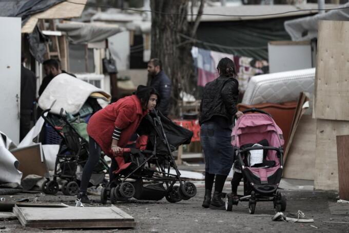 12 persoane, judecate după atacarea unor romi, la Paris