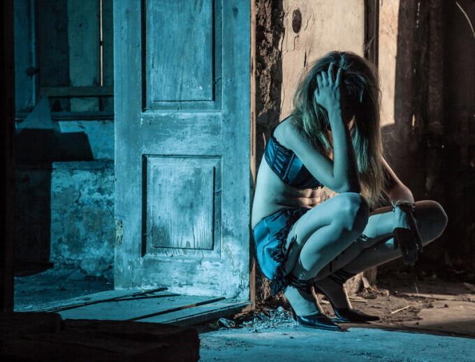 Româncă de 20 ani, obligată să se prostitueze chiar și când era gravidă