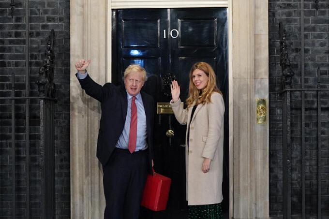 Premierul Boris Johnson şi iubita sa au anunţat că aşteaptă un copil şi că se vor căsători