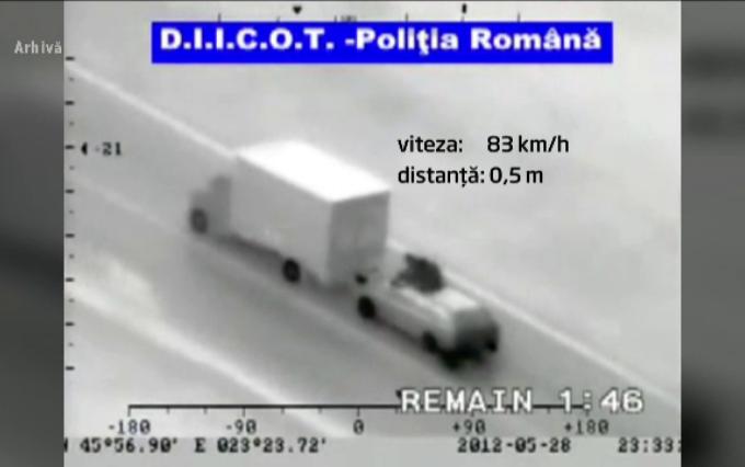 25 de persoane, reţinute în dosarul hoţilor care jefuiau camioane aflate în mers