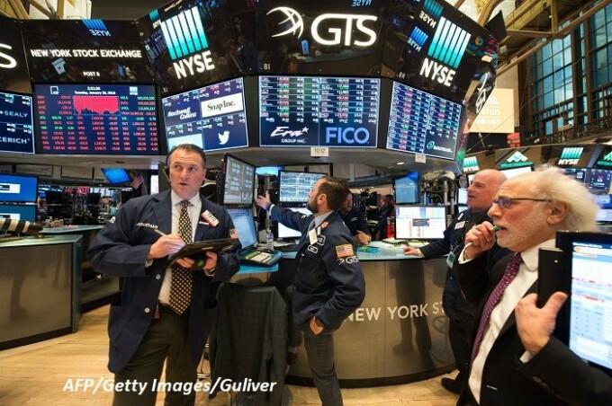 Tranzacţiile au fost suspendate pe Wall Street, după o cădere de peste 8% a indicelui S&P 500