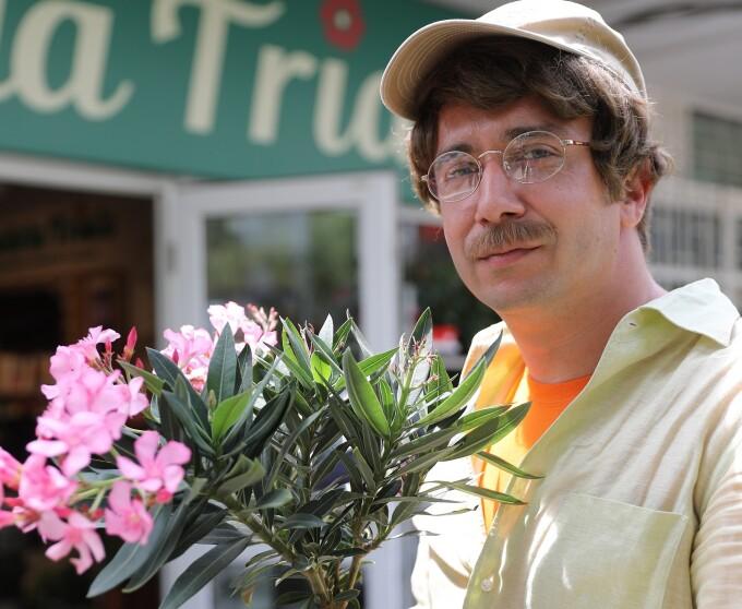 Protagonistul episodului Șef sub acoperire de marți, Mircea Săplăcan, directorul unui important lanț de florării