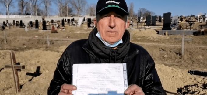Un moldovean întors acasă a aflat că este mort și îngropat. Și-a găsit până și mormântul din cimitir