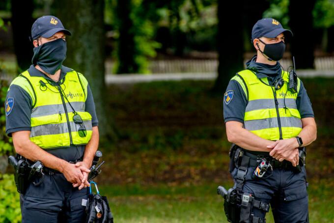 Un polițist olandez a pierdut trei lăzi cu arme. I-au căzut din mașină, iar nimeni nu dă de ele